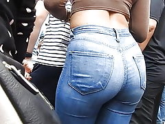 Jeans ass at entertaining performance