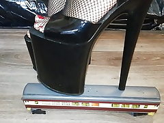 Chick L punch instruct with killer black 20 cm extraordinary high heels.