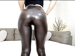 Super-steamy webcam teen in shiny leggings with great butt taunt