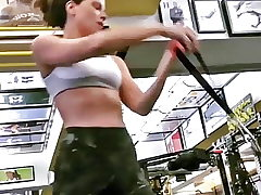 Kate Beckinsale working out